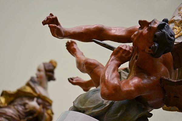Fabian Fröhlich, Berlin, Bode-Museum, Ignaz Günther, Satan zu Füßen des Erzengels Michael