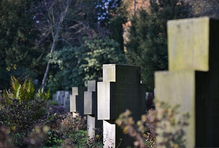 Fabian Fröhlich, Kassel, Hauptfriedhof, Grabkreuze