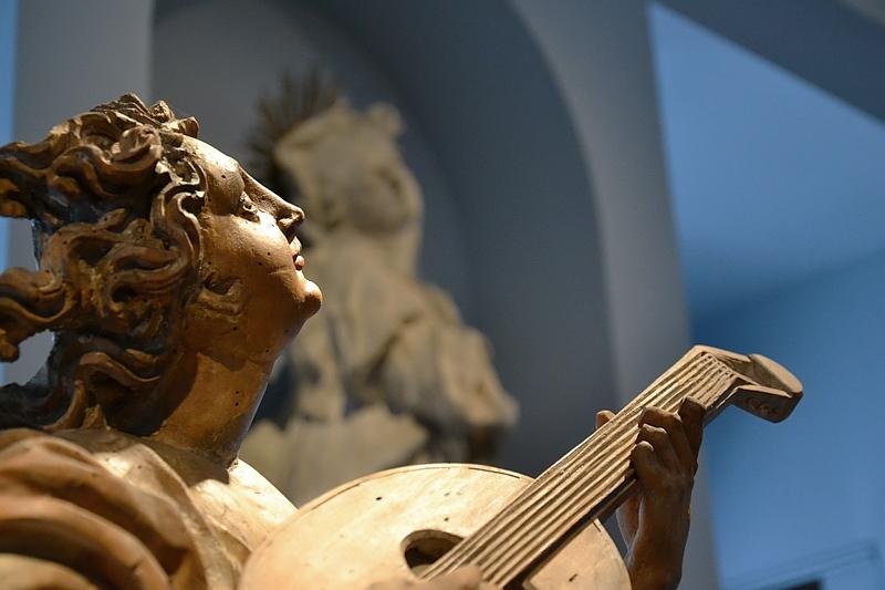 Augsburg, Maximilianmuseum, Musizierender Engel von Lorenz Luidl, Fabian Fröhlich