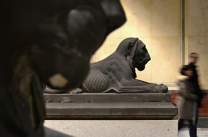 Neues Museum, Lwenstatuen im Treppenhaus, Fabian Frhlich, Berlin