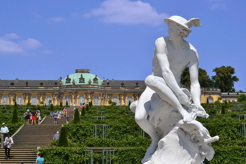 Sanssouci, Skulptur, Merkur von Jean Baptiste Pigalle (Kopie von Wolfgang Wille) am Französischen Rondell