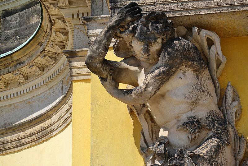 Skulptur Atlant am Schloss Sanssouci von Friedrich Christian Glume