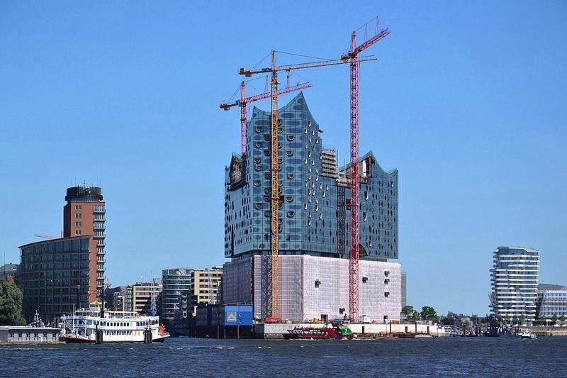 Hamburg, Elbphilharmonie, Baustelle mit Kränen