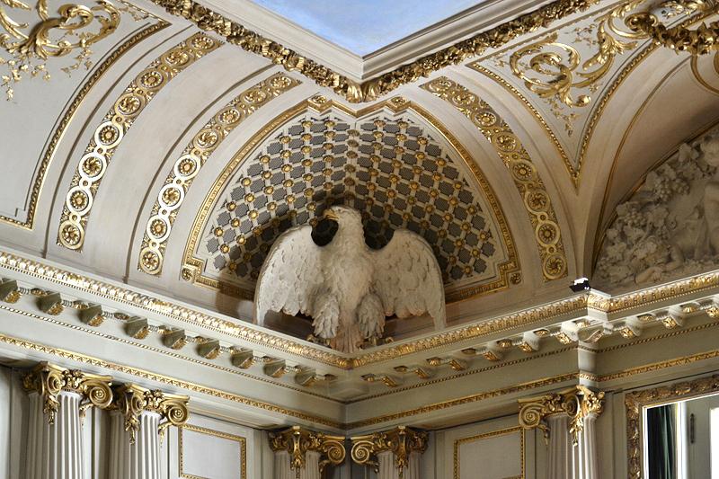 Museum für Kunst und Gewerbe, Hamburg, Adler im Spiegelsaal