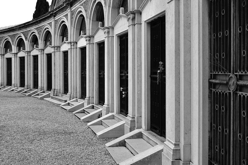 Venice, Isola di San Michele, Tombs