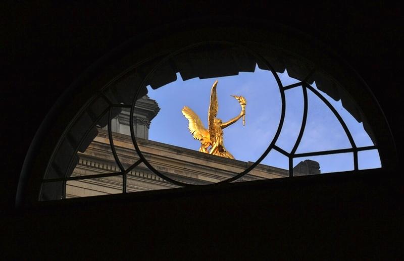 Dresden, Lipsiusbau, Eros auf der Kunstakademie