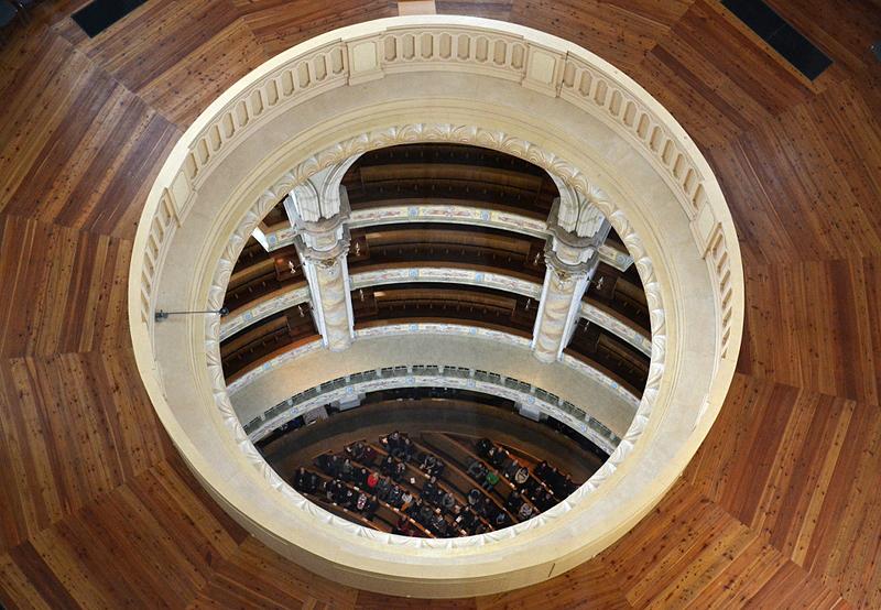 Dresden, Blick von der Kuppel der Friedenskirche nach unten in den Innenraum