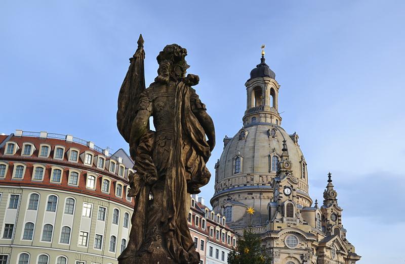 Dresden, Vivtoria auf dem Friedensbrunnen und Friedenskirche