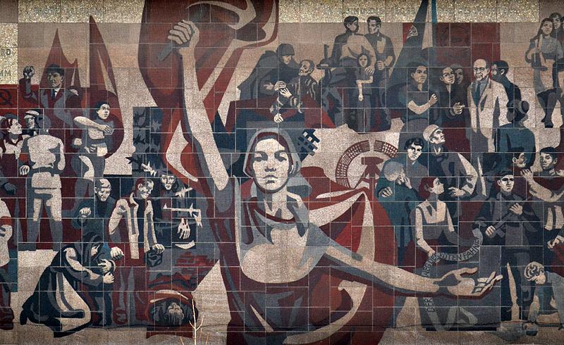 """Dresden, Wandbild """"Der Weg der roten Fahne"""" am Kulturpalast"""