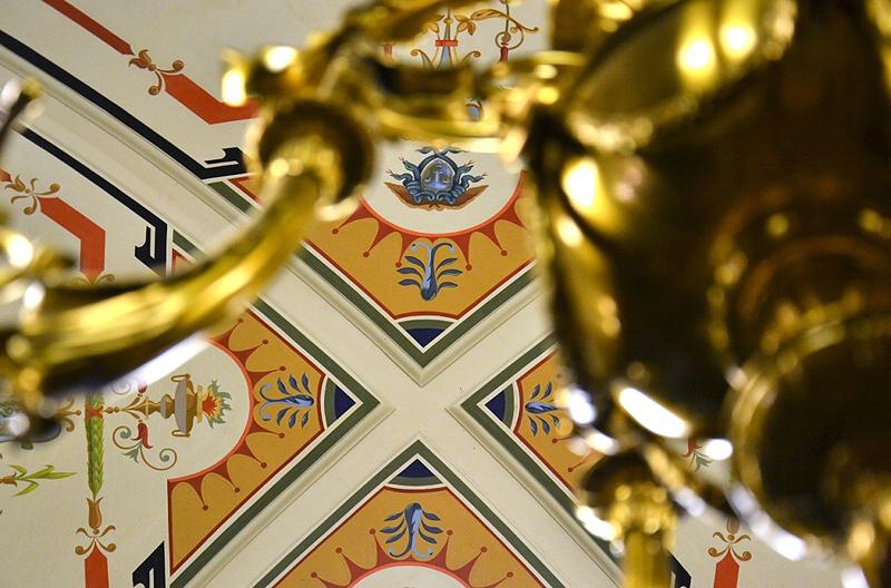Semperoper, Dresden, Deckenleuchter im Vestibül