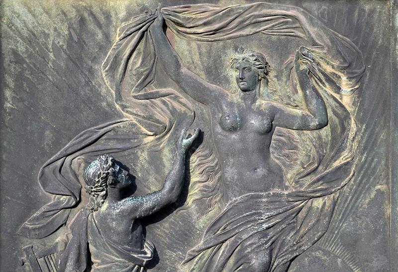 Semperoper, Dresden, Sockel der Goethe-Statue