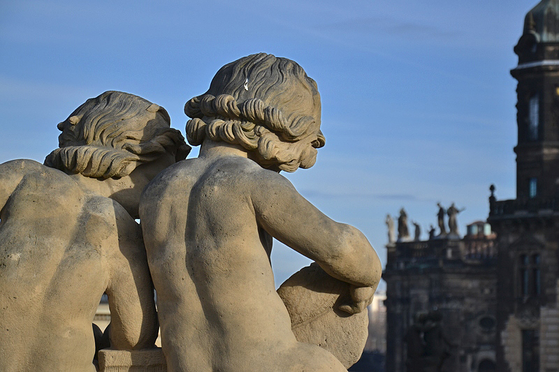 Zwinger Dresden, Skulpturenschmuck, Putten, Residenzschloss