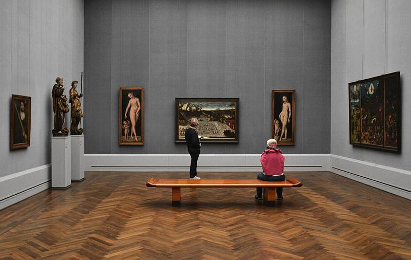Gemäldegalerie, Bode-Museum, Skulpturen; Hl. Georg und hl. Petrus aus der Benediktinerabteikirche von Schäftlarn; Gemälde von Lucas Cranach d.Ä.