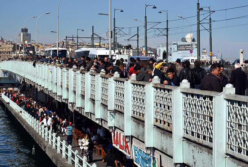 Istanbul, Angler auf der Galata-Brücke