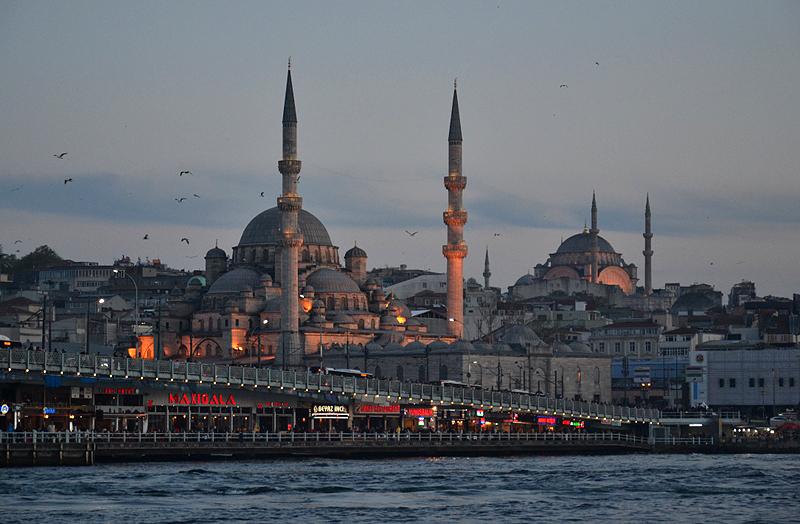 Istanbul Abend, Galata-Brücke, Neue Moschee und Beyazıt-Moschee