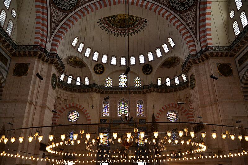 Leuchter in der Süleymaniye-Moschee