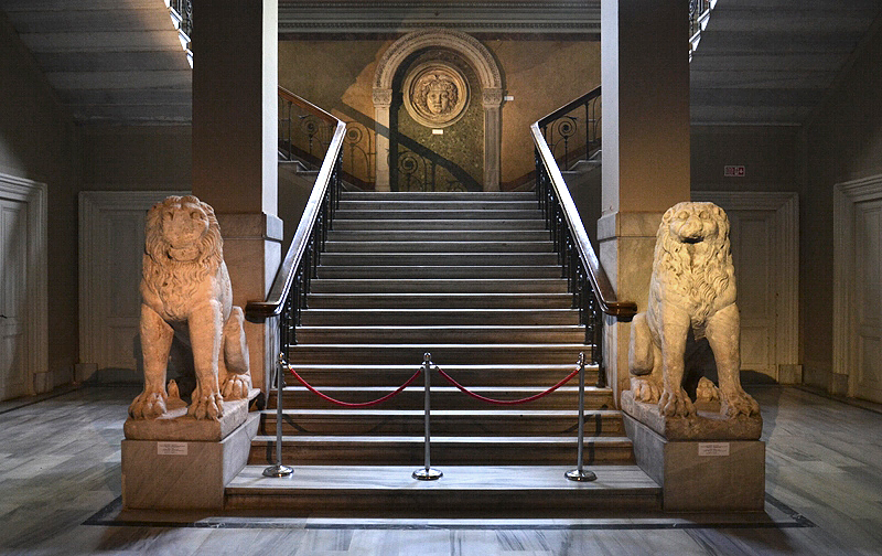 İstanbul Arkeoloji Müzesi, Istanbul Archaelogical Museum, Staircase with Lions