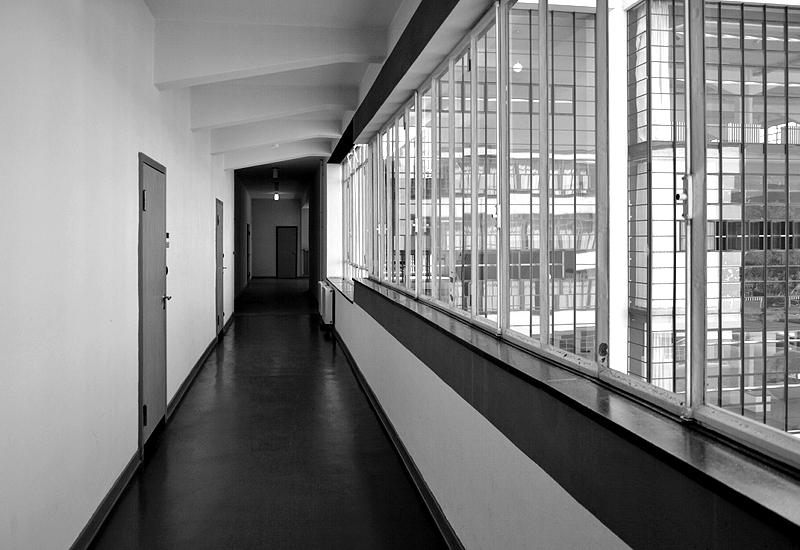 Bauhaus Dessau, Brücke