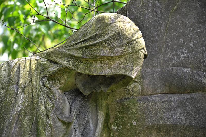 St. Marien- und St. Nikolai-Friedhof I, Berlin Prenzlauer Allee, Trauernde Grabfigur