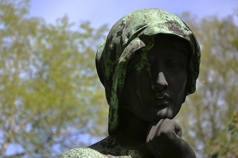 St. Marien- und St. Nikolai-Friedhof I, Berlin Prenzlauer Allee, Grabfigur
