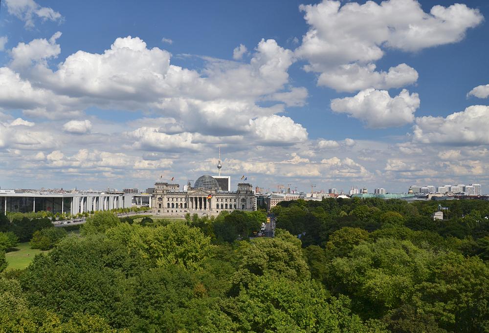 Berlin, Blick vom Carillon zum Reichstag