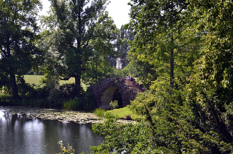 Hohe Brücke im Park Wörlitz