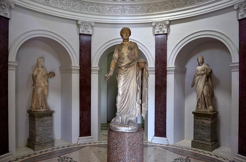Skulpturen im Pantheon im Park Wörlitz
