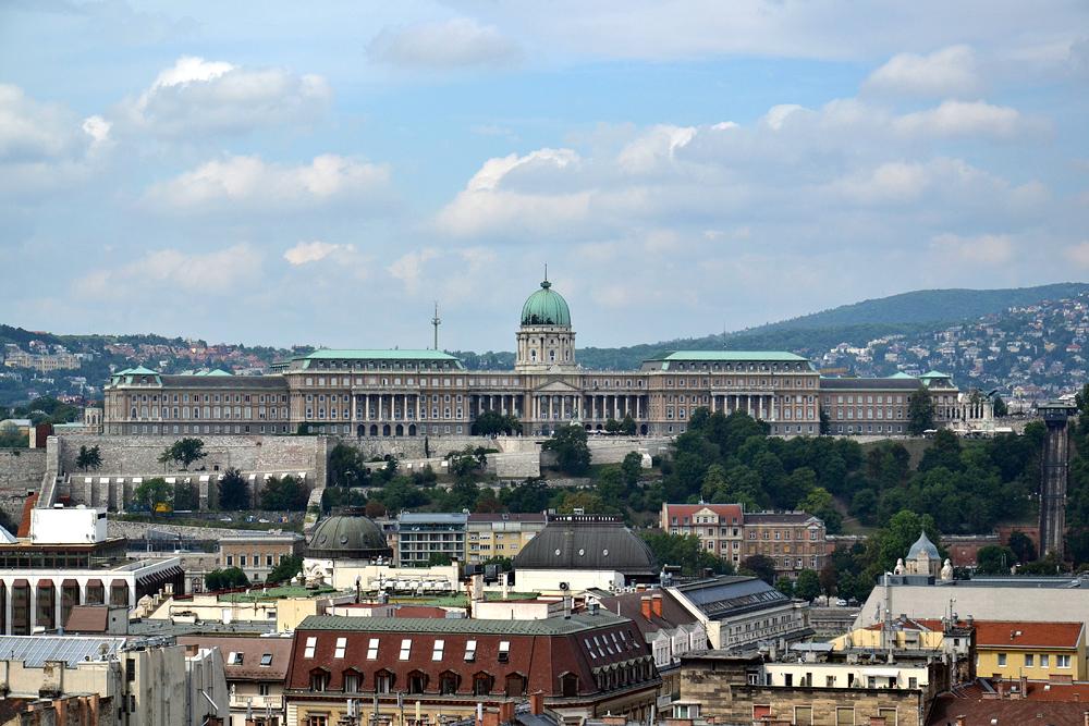 Blick von der St-Stephans-Basilika zum Burgpalast