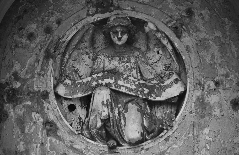 Alter Luisenstädtischer Friedhof, Engel im Medaillon