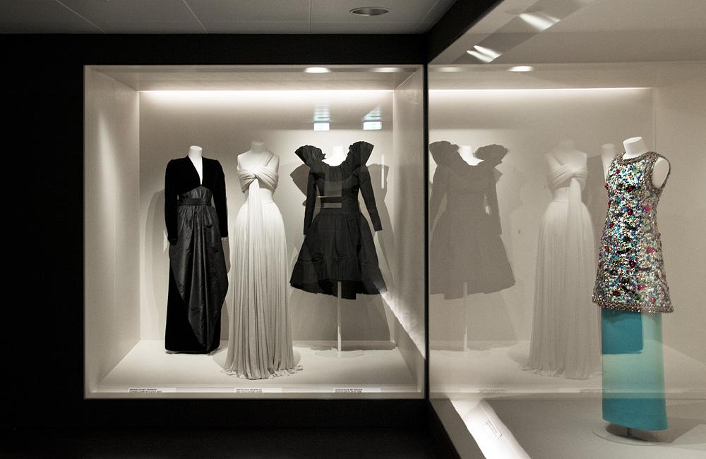 Kunstgewerbemuseum Berlin, Kleider von Nina Ricci, Madame Grès und Yves Saint Laurent in der Modegalerie