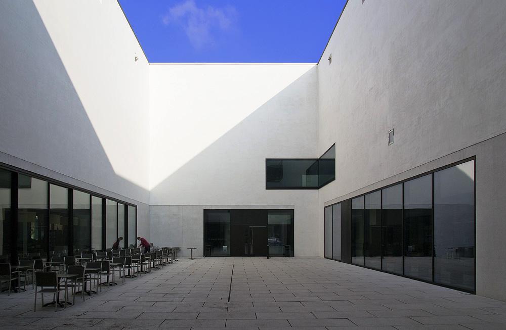 Münster, LWL-Landesmuseum für Kunst und Kultur, Innenhof des Neubaus
