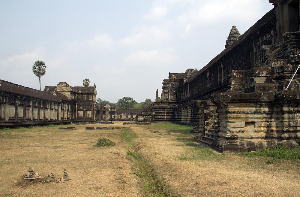 Angkor Wat, Äußerer Hof