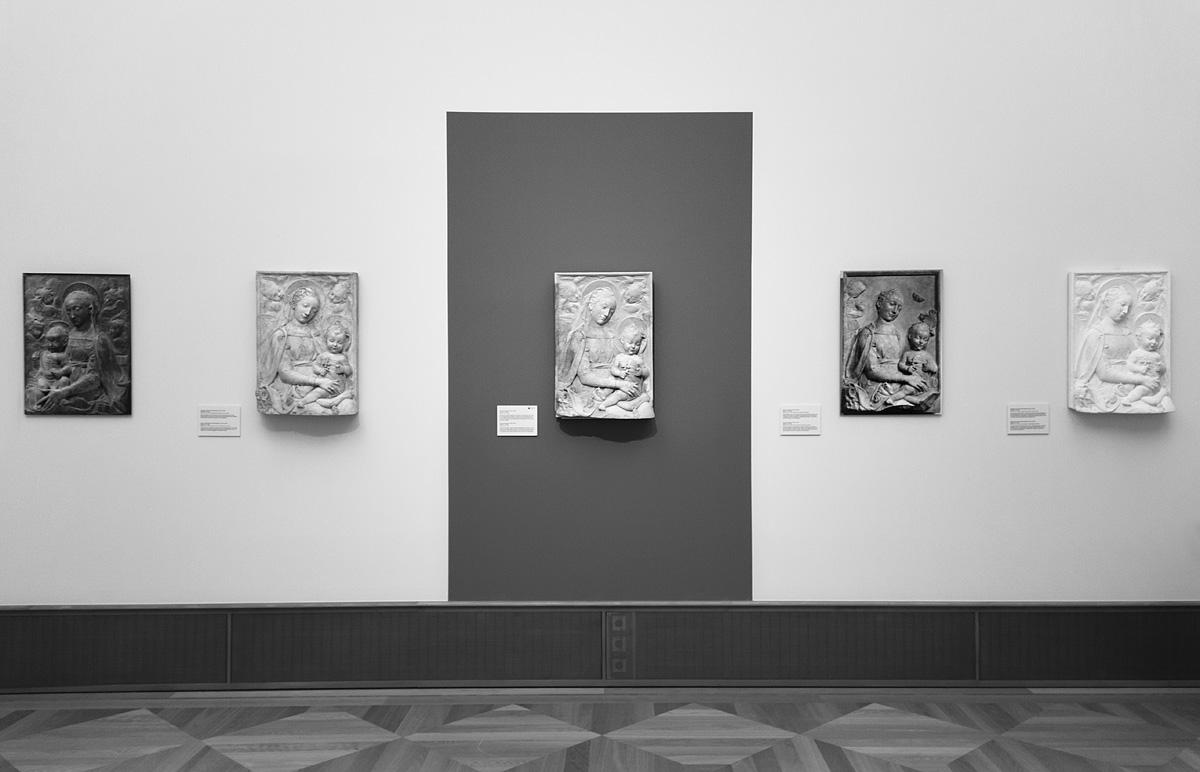 Bode-Museum, Ausstellung Das verschwundene Museum, Antonio Rosselino, Madonna mit Kind (restaurierte Fassung und weitere Zustände)