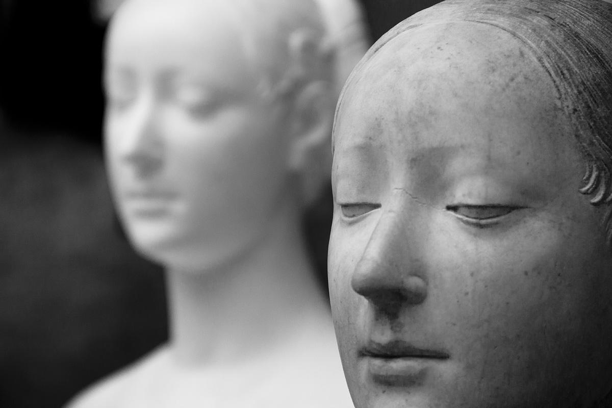 Bode-Museum, Ausstellung Das verschwundene Museum, Francesco Laurana, Bildnis einer Prinzessin aus Neapel (Gipsabguss und fragmentarisches Original)