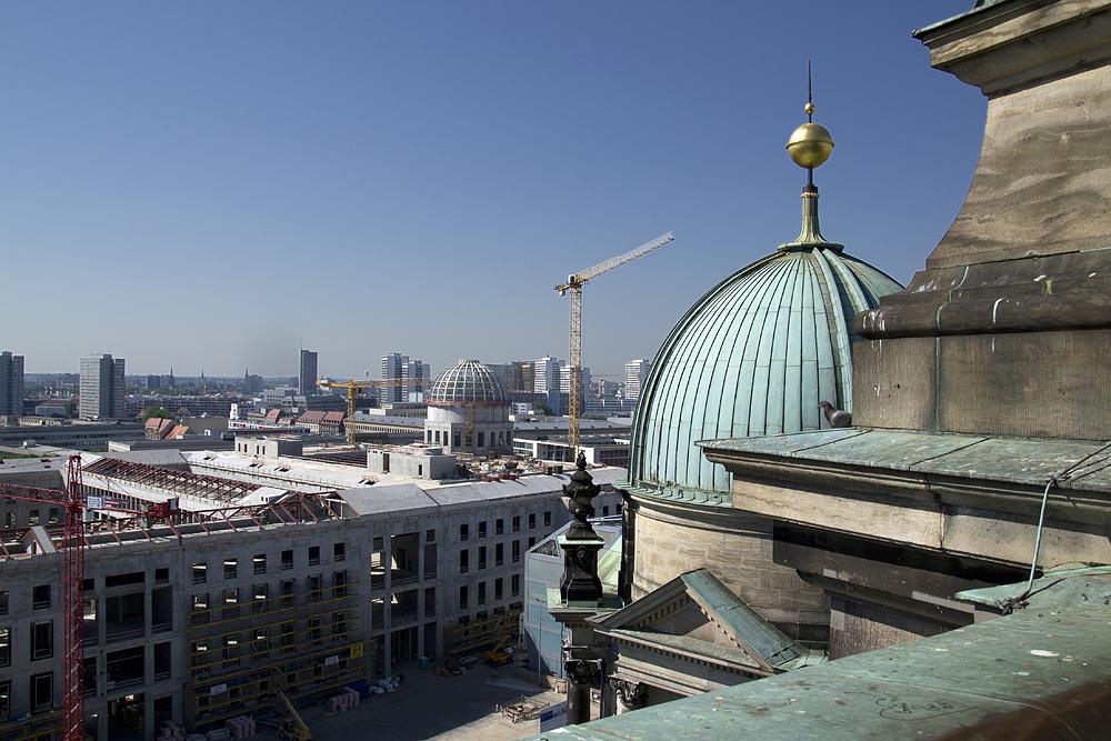 Blick vom Dom auf das Humboldt-Forum Berlin