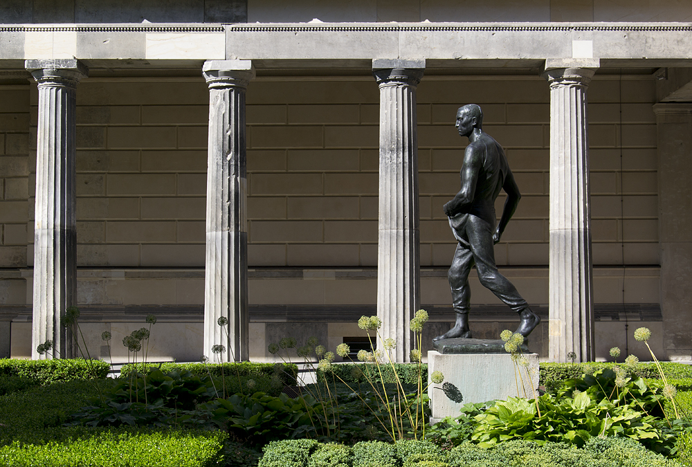 Sämann von Constantin Meunier im Kolonnadenhof, Museumsinsel Berlin,