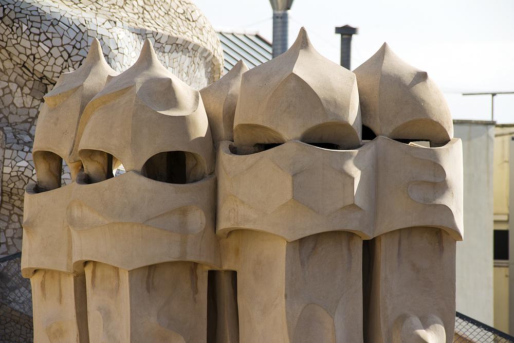 Barcelona, Casa Milà, La Pedrera, Antoni Gaudí, Dachterrasse, Kamine