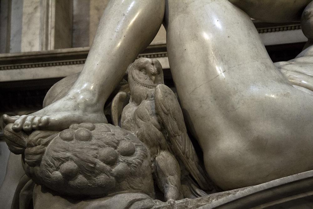 Florenz, Grabmal Giuliano de' Medicis von Michelangelo in der Neuen sakristei (Allegorie der Nacht)