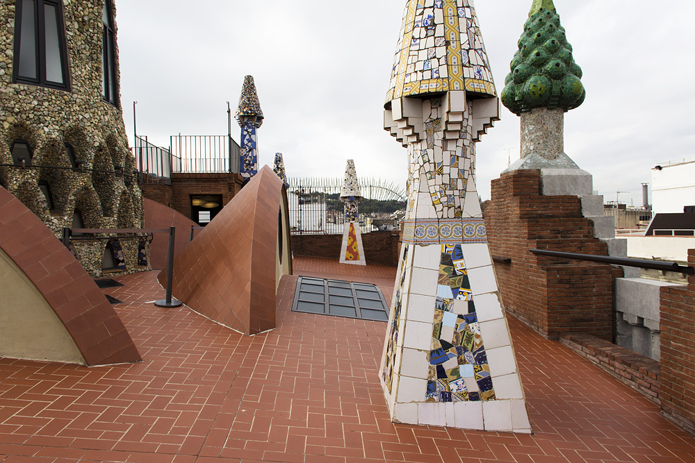 Barcelona, Palau Güell, Antoni Gaudi, Schornsteine auf der Dachterrasse