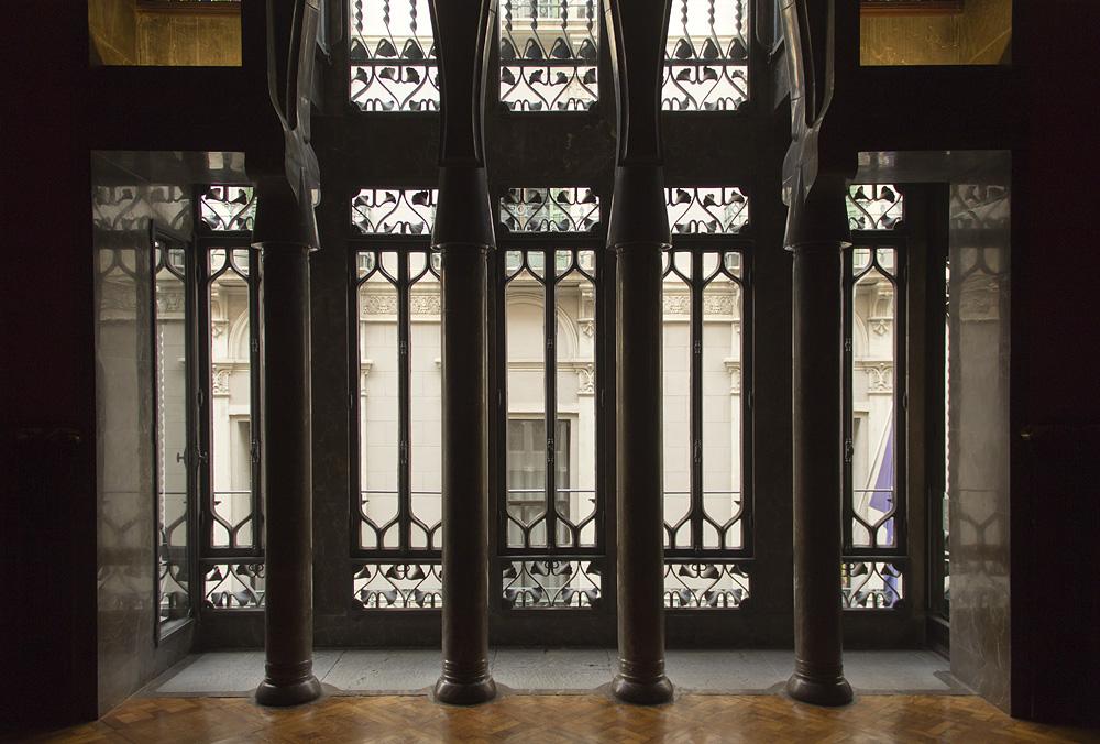 Barcelona, Palau Güell, Antoni Gaudi, Säulen im Gästezimmer