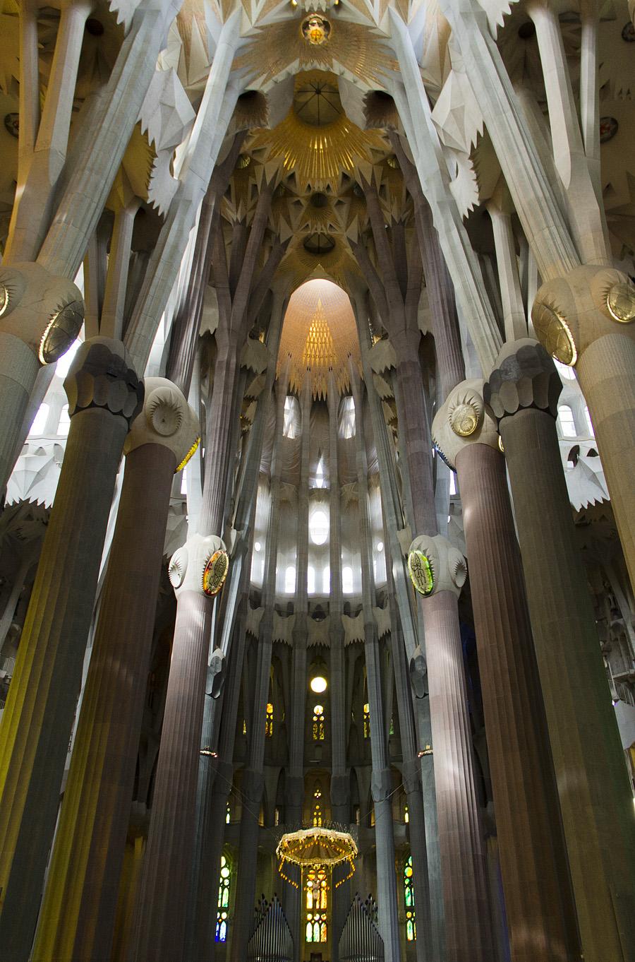 Barcelona, Sagrada Familia,Gaudi, Langhaus