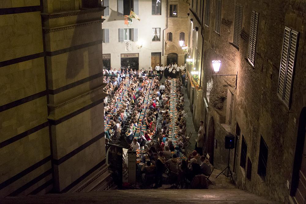 Siena, Palio, Abendessen nach der Hauptprobe