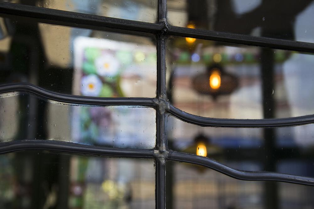 Barcelona, Casa Lleó i Morera von Lluís Domènech i Montaner, Fenster von von Antoni Rigalt i Blanch