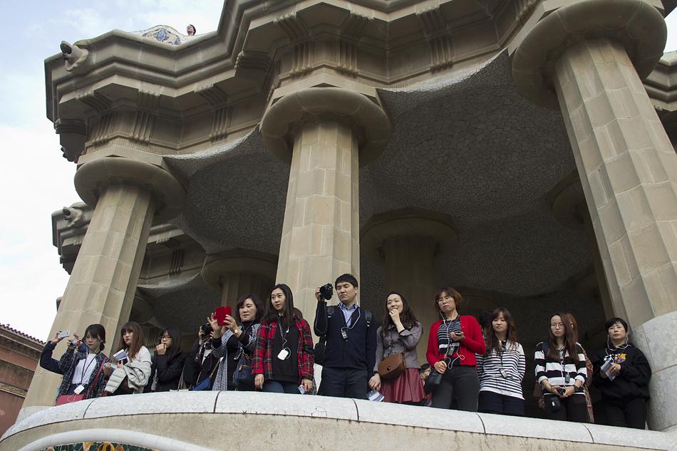 Barcelona, Park Güell, Säulenhalle, Touristen
