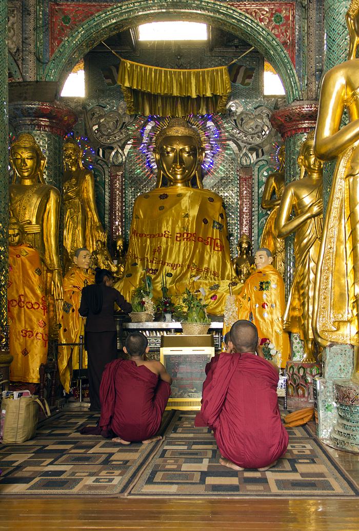Yangon, Shwedagon Pagoda, Shin Izzagona Buddha, Naungdawgyi Pagoda