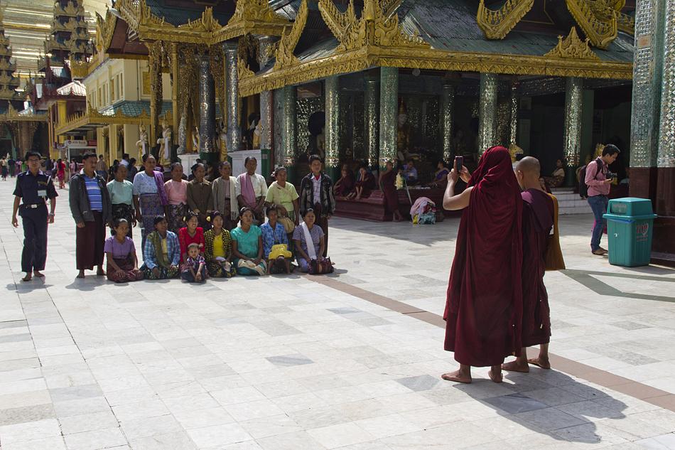 Yangon, Shwedagon Pagoda, Monks