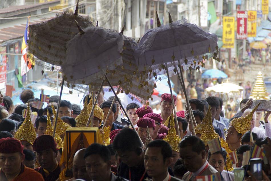Yangon, Shwedagon Pagoda, Procession