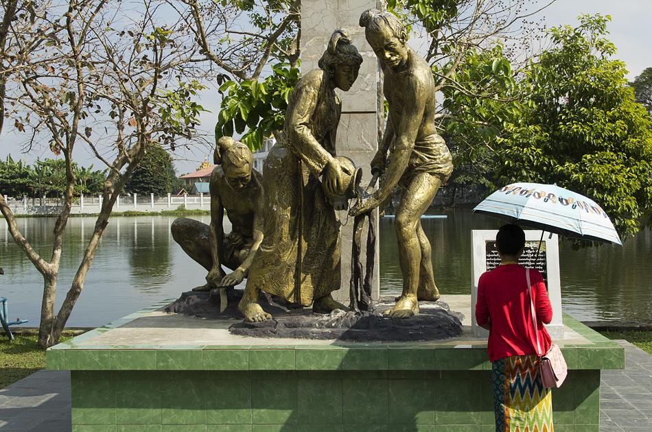 Yangon, Thway Hsay Lake, Monument