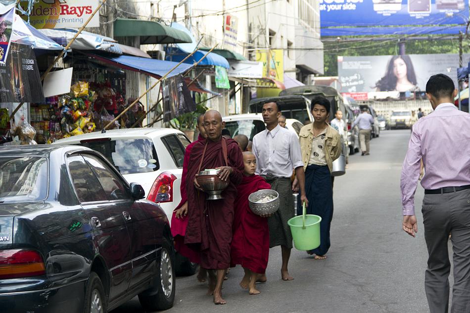 Yangon, Mönche