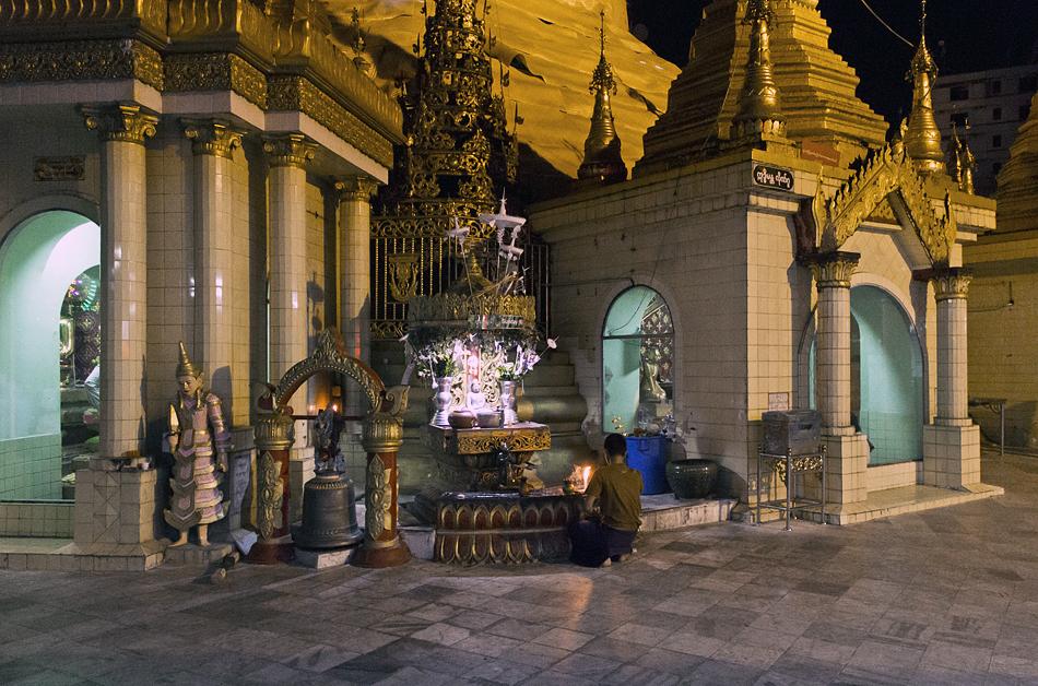 Yangon, Sule Pagoda, Night